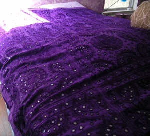 purple-mirror-bedspread-01