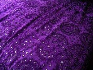 purple-mirror-bedspread-02