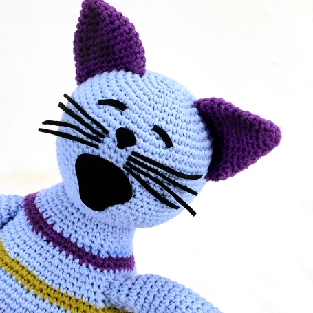 blue-stripe-crochet-cat-portrait